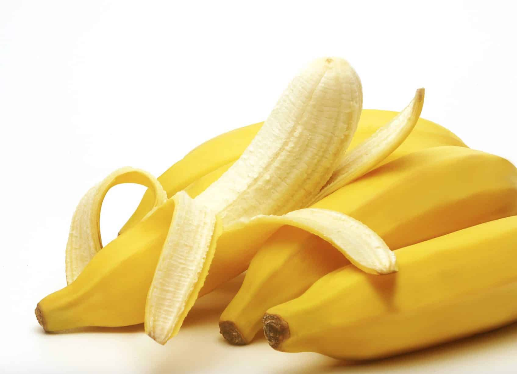 Dogs that eat bananas can be rewarded with tons of amazing health benefits.