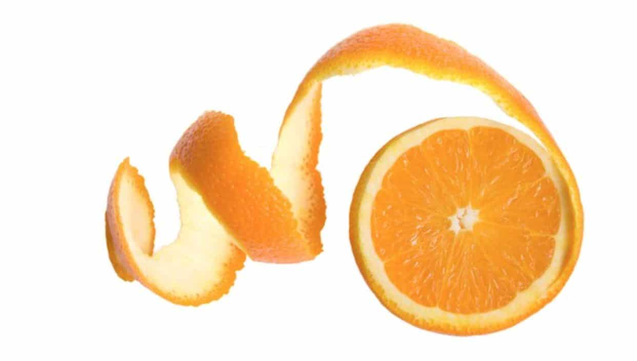 Dogs can not eat orange peels, as it poses many risks to them.